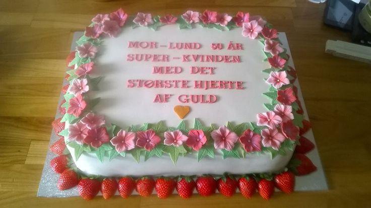 Birthday cake for a mom with the greatest Heart of gold. Covered marzipan and fondant flowers Kage til en mor med det største hjerte af guld. Overtrukket med marcipan, pyntet med fondant blomster.