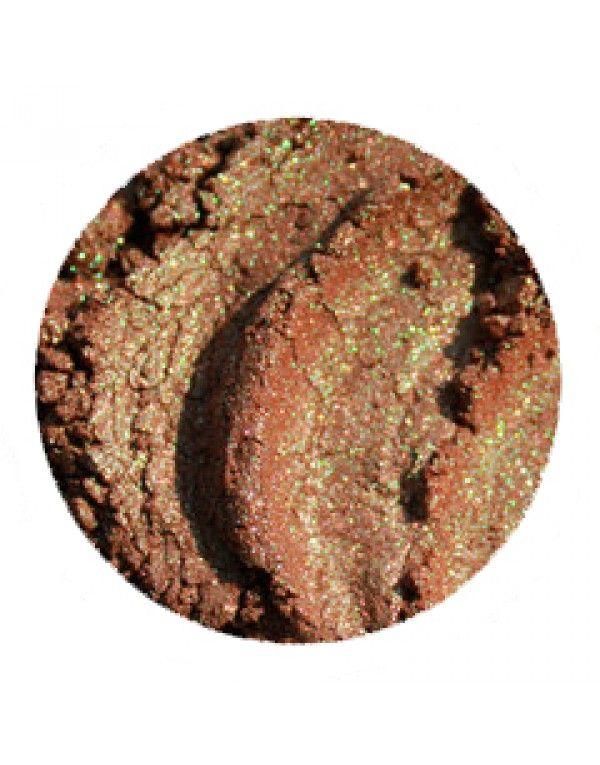 Caddis øyenskygge er en herlig brun skygge med grønne og skimrende undertoner. Den er nydelig til alle øyenfarger. (Fargen er noe grønnere enn avbildet)
