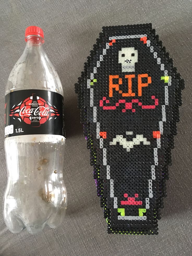 #diy #hama #hamaperler #hamabeads #perler #perlerbeads #beads #coffin #fall #perler I've made this for #halloween  Se other pins on this board for more pics. It is made in Hama midi beads. Some of the beads can glow in the dark  It is the first coffin I've made and there is room for improvement still, but over and all, I am happy with the outcome ⚰️