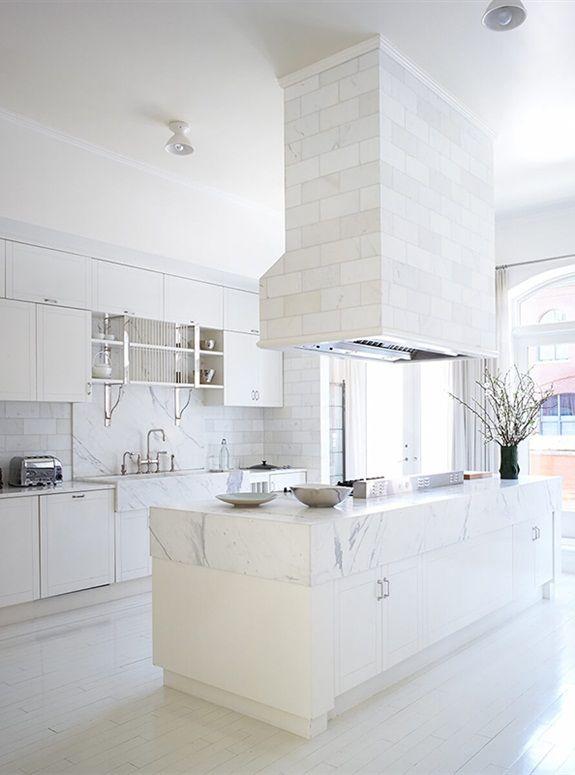 Het appartement van Gwyneth Paltrow ter grootte van 370 vierkante meter ligt in de wijk Tribeca, gelegen in lower Manhattan, New York. Door het lichte interieur wordt de woning ook wel 'de witte, dromerige wolk' genoemd. Dit stijlvolle droomappartement kan werkelijkheid worden, want het staat inmiddels te koop.
