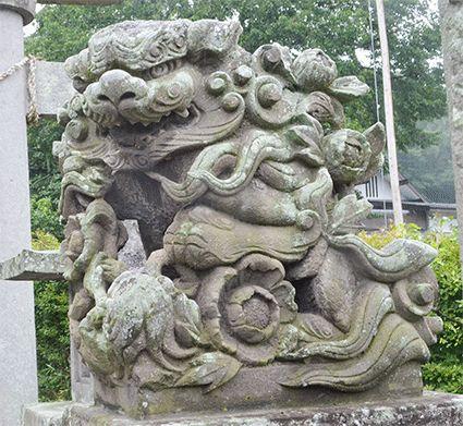 福島県白河市・村社八幡神社の狛犬。