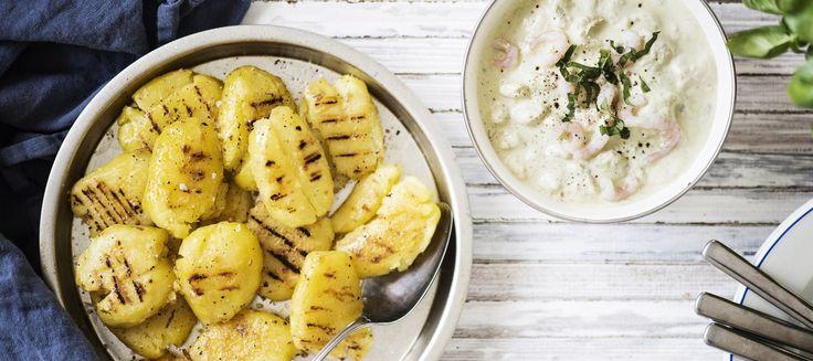 Grillatut perunat ja katkarapu-pestojogurtti grillaus uudet kreikkalainen jogurtti