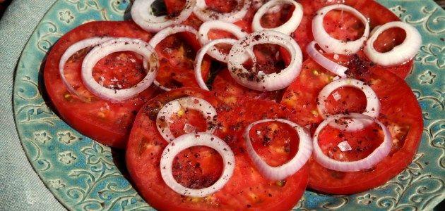 Азербайджанский салат из помидоров с сумахом