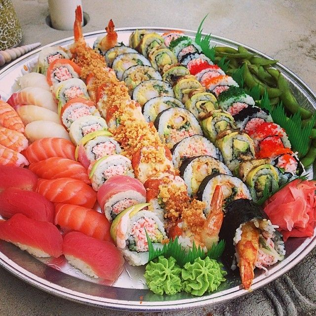 "Gefällt 72 Mal, 9 Kommentare - Katherine W. (@katherineweeeats) auf Instagram: ""Yup, this happened. #sushi #sashimi #japanese #fish #shrimp #tempura #dragon #roll #asian #edamame…"""
