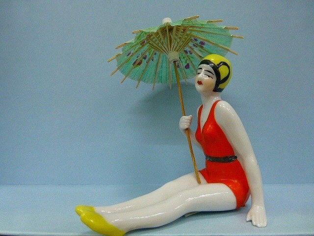 Bañista en porcelana de los años 20. Más surtido en la tienda.