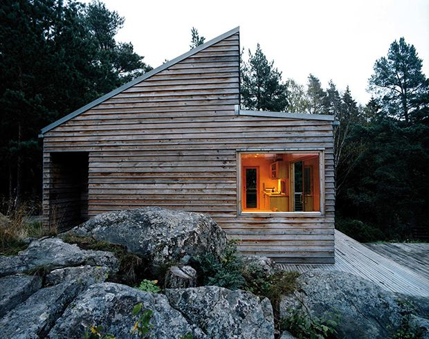 """""""The cabin W35"""", in un fiordo vicino a Oslo, è una casa di soli 35 metri quadri, progettata per garantire il massimo della sostenibilità ambientale. Foto Ivan Brodey"""