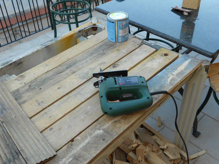 Tavolaccio di legno per lavorare chiaramente il tutto è riciclato...