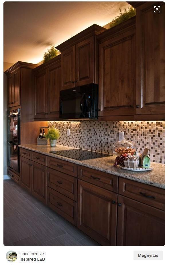 LED szalag a konyhában   Forrás: pinterest.com