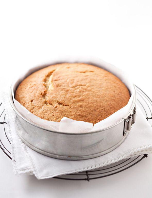 Aprendé a preparar cuatro recetas de postres deliciosos: merengues, magdalenas, pastel de vainilla y masa quebrada. ¡Vos y tu familia lo disfrutarán mucho!