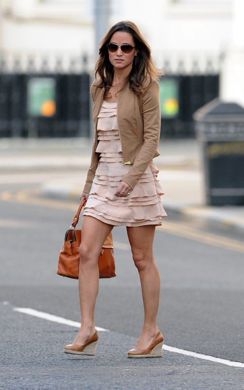 way to rock that short dress Pippa!  i love this ruffly girly dress. and pippa's style.