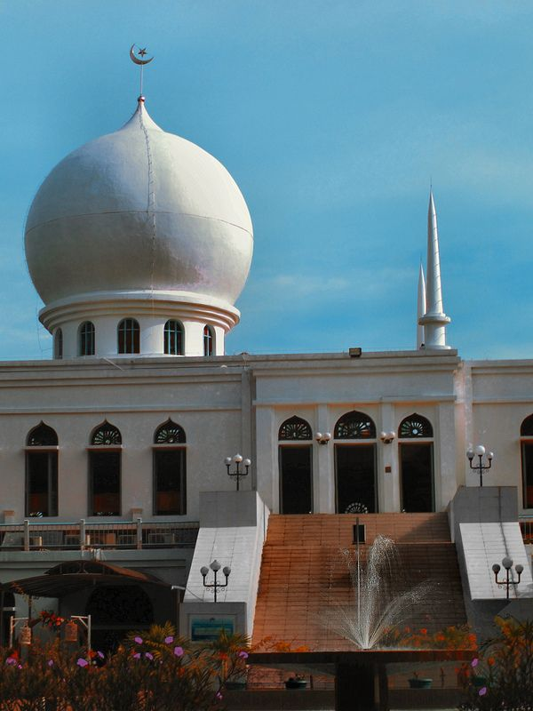Al Azhar Mosque Jakarta - a mosque that has university & schools facility