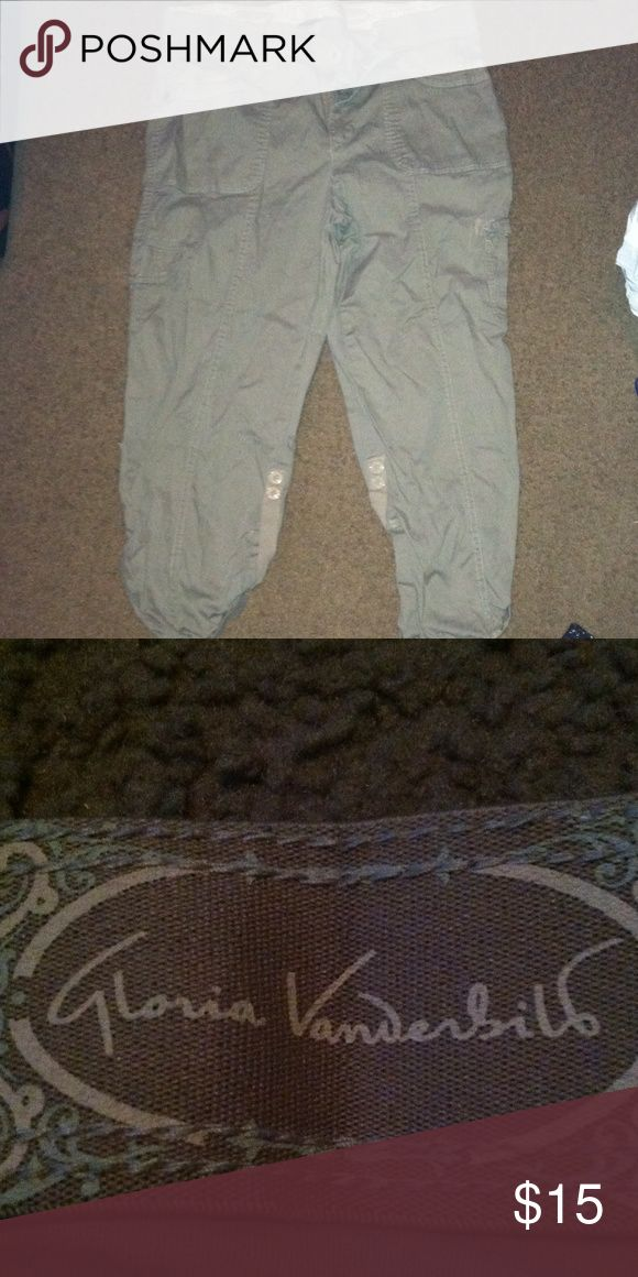 Kaki  capris Kaki capris. Worn once. Size 8 make offers Gloria Vanderbilt Pants Capris