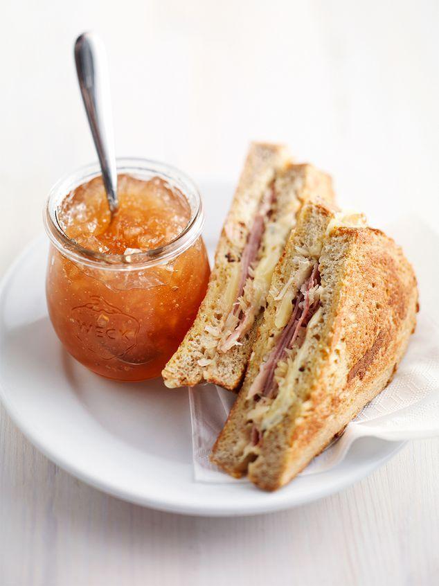french tosti met ham, kaas, zuurkool | lekker | 1 plak beenham per tosti gedaan en 1 ei per tosti is wel aan de ruime kant. we hadden 3 tosti's en konden er nog een roerei(tje) van bakken.