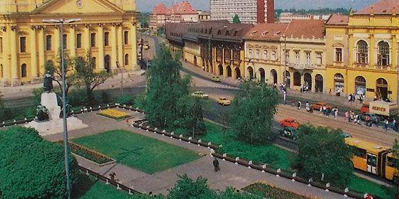 """Debreceni """"retró fíling"""" a kilencvenes évek képeslapjain – fotókkal"""
