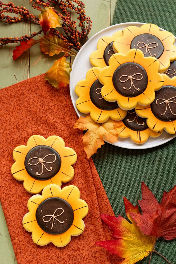 Simple Sunflower Cookies- Make these simple sugar cookies decorated with royal icing www.thebearfootbaker.com