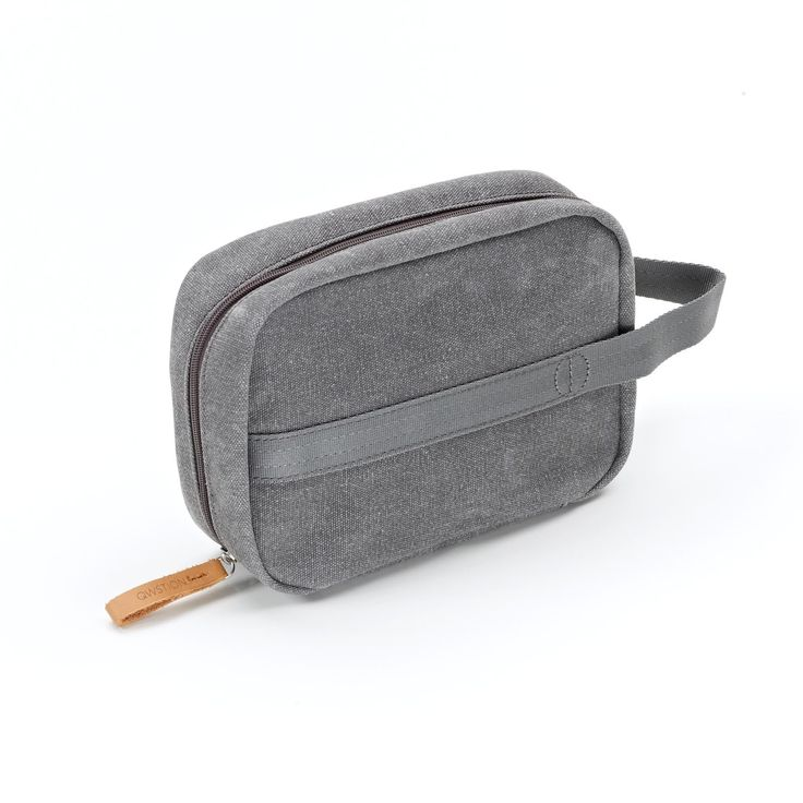 QWSTION - TOILETRY KIT - WASHED GREY- The Toiletry Kit is the perfect add-on for the road, the air or wherever else your travels may take you. This compact, functional piece of luggage comes in our signature-coated canvas, multiple storage pockets will keep your toiletries organised during your travels and the easy access hanger will allow you to have everything readily available wherever you end up.