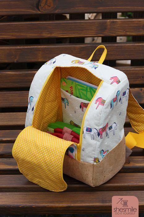 Rucksack KlapPack (Eine Nähanleitung mit Schnittmuster für 2 Größen von shesmile) Ein kleiner Rucksack für den Kindergarten und ein mittelgroßer Rucksack für den Tagesausflug? Beim Sport, beim Oma-Wochenende, für Wechselklamotten, im Urlaub und auf R