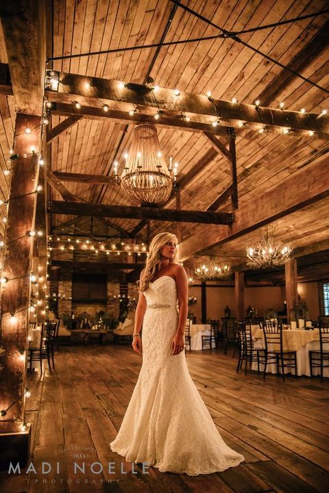 We love barn weddings! They are cozily rustic, comfy and rather budget-friendly. A frequent problem here is that it may be rather dark inside ...