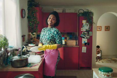 Finish : I love doing dishes ! - Finish : Un spot Finish aux allures de comédie musicale: une ode aux douleurs causées en lavant la vaisselle. // à voir sur culturepub.fr // http://www.culturepub.fr/videos/finish-i-love-doing-dishes/