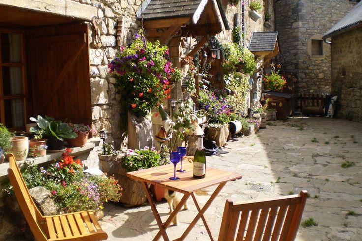 Karakteristiek vakantiehuis in de  Spaanse Pyreneeën voor 4 personen! Het huis is gebouwd met stenen muren, zoals alle huizen in het gezellige dorp!