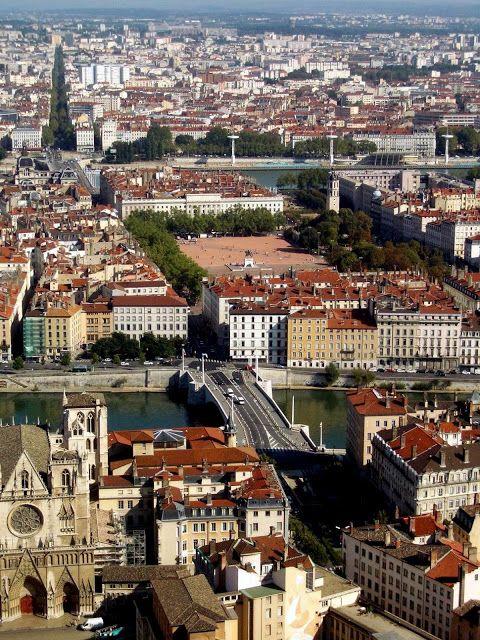 Lyon. J'adore cette ville, et nous avons la chance de vivre à proximité . Pour flâner dans les ruelles du vieux Lyon, pour le shopping, pour les expos, pour l'Opera.