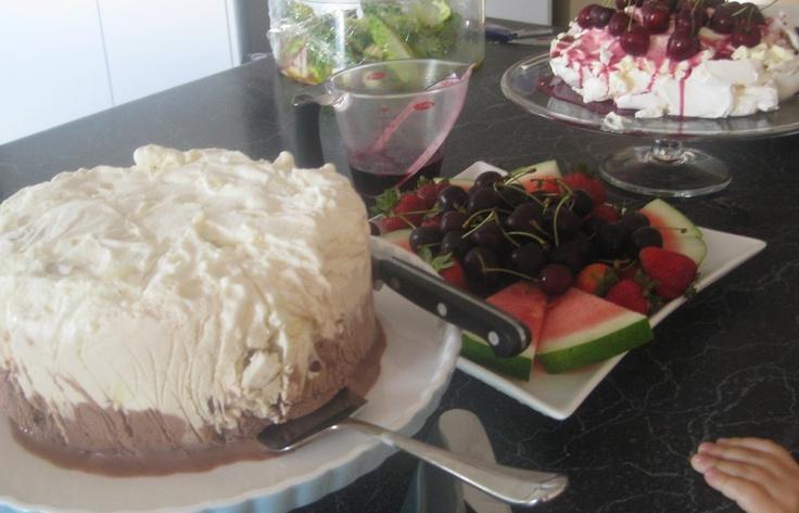 Mummy's Undeserved Blessings: Chocolate, Coffee & Macadamia Ice Cream Cake {Weekend Cookbook}