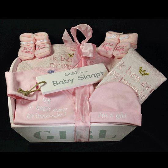 Baby slaapt een prachtige roze houten bak met de tekst girl en schattige meisjes spullen een - Baby meisje idee ...