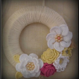 Crochet wreath ....I made it!