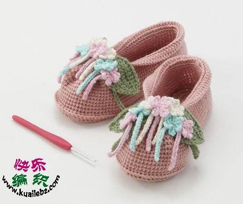 Crochet shoes for little fashionistas