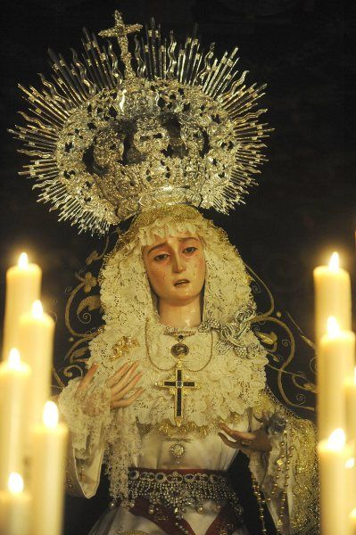 Mother of Heaven of the Hermandad de La Cena, Sevilla, Spain.  Semana santa 2012.