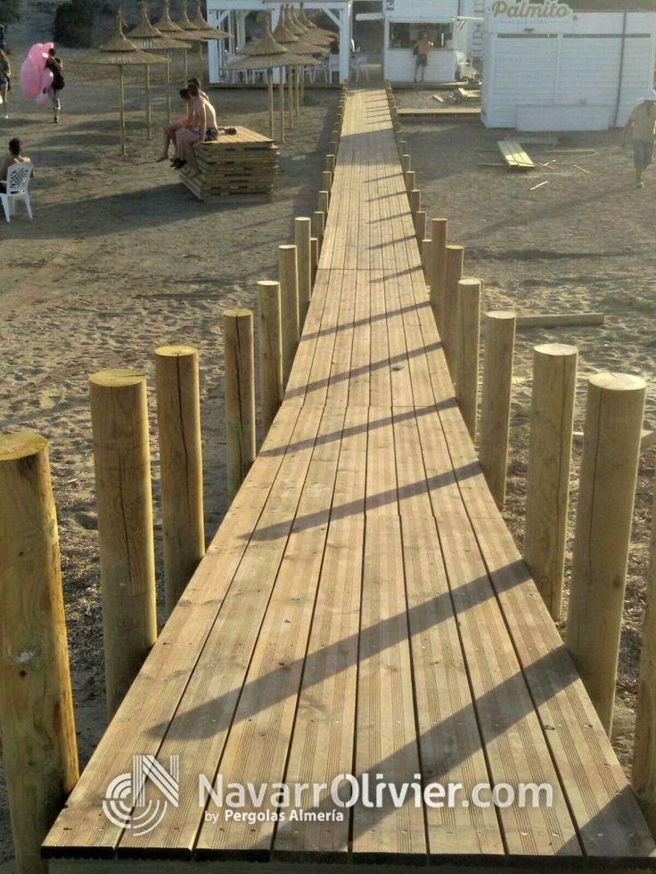 Pasarela de madera desmontable para playa. Infraestructuras de playa by Navarrolivier