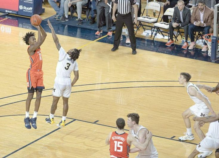 College Basketball Extra The Stats Behind Dosunmus Mid Range Game Champaign Urbana News Gazette In 2020 How To Memorize Things Illinois Basketball Basketball Season