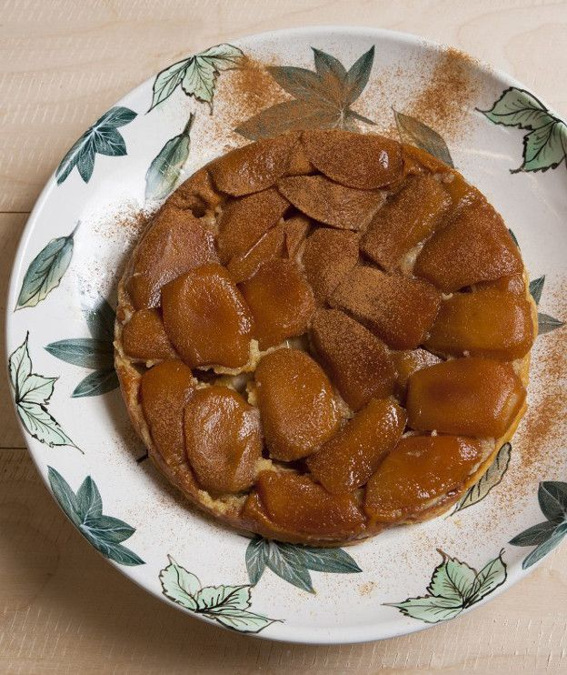 Από τις πιο κλασικές και αγαπημένες γαλλικές συνταγές, η ταρτ τατέν με ζύμη σφολιάτας είναι η πιο εύκολη μηλόπιτα!