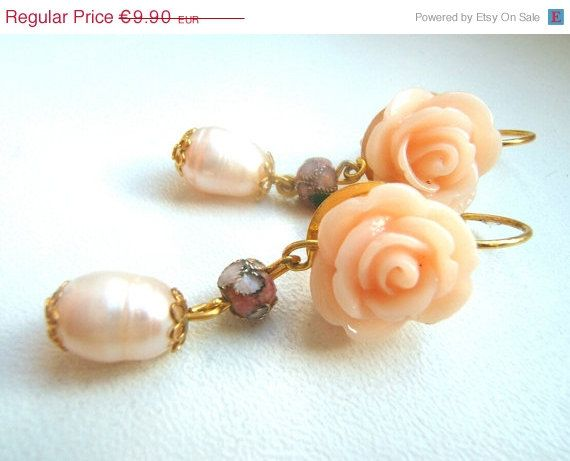 ON SALE Earrings Victorian style with roses and by LeSirenes, €7.92
