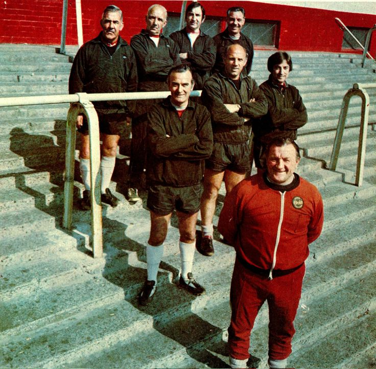 ♠ Liverpool manager Bob Paisley and the Boot Room boys pose for a photocall held at Anfield circa 1975. #LFC #History #Legends