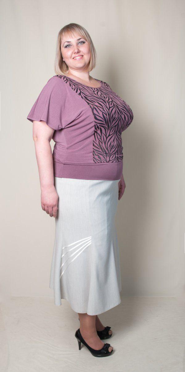 Блуза женская (разлетайка). Цвет сиреневый со вставками в вид черного прозрачного рисунка. Длина 73 см.