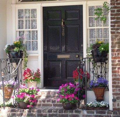 Best 25 front porch flowers ideas on pinterest for Potted plants by front door