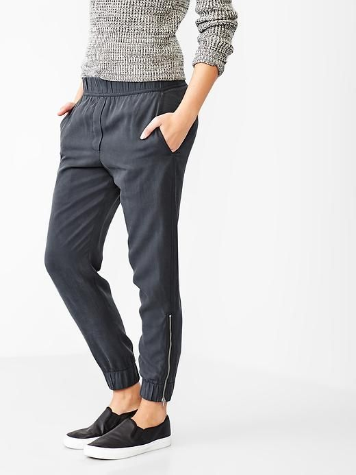 Joggers For Women Don T Miss This Travel Fashion Trend