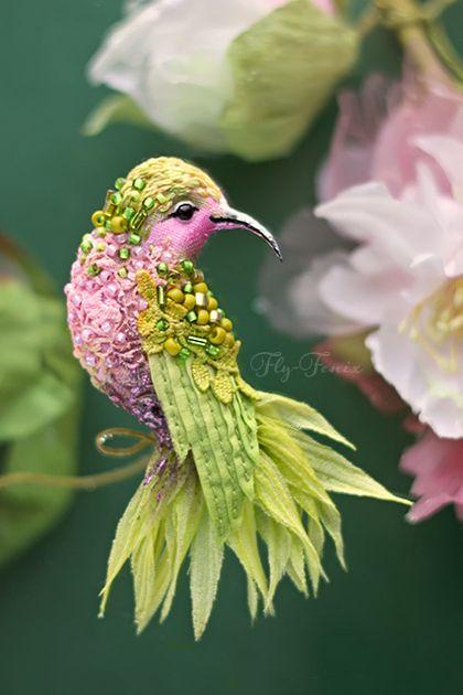 Броши ручной работы. Ярмарка Мастеров - ручная работа. Купить миниатюрная брошь - зеленая птичка. Handmade. Салатовый, птица, пташка