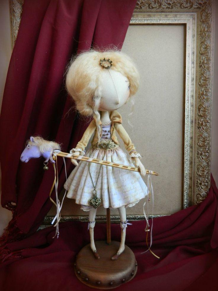 Принцесса Кейт  35 см  Материалы: бязь, синтепон, хлопок, тресс, кружево, сетка, паперклей, дерево, металлическая фурниту...
