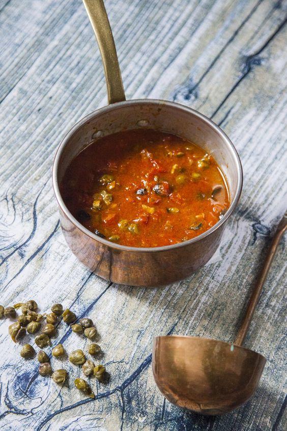 Sugo alla puttanesca: Per condire primi piatti, il #sugo alla #puttanesca è una vera garanzia di successo! A casa mia va sempre a ruba: ecco per te la mia ricetta!