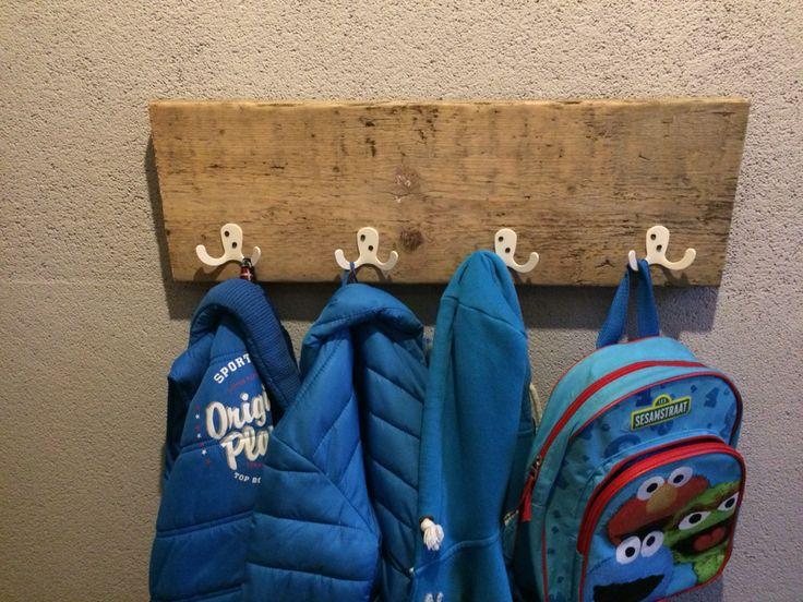 Kinderkapstok van oud Stijgerhout