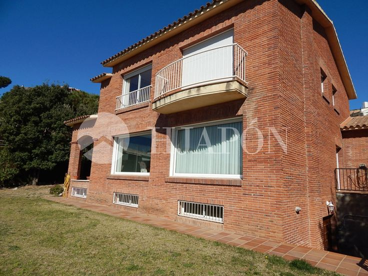 Exclusive property for sale with garden, pool and sea views in the north coast of Barcelona in Teia