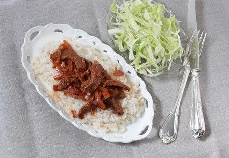 Biff stroganoff med sötsyrligt picklad vitkål