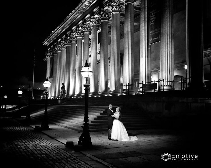 St Georges Hall Liverpool, LIverpool wedding photography, Nightime shot in the lights of the St Georges Hall.  #LiverpoolWeddingPhotography #weddingphotographer #StGeorgesHall #photography