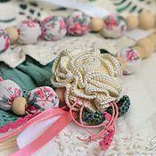 Украшения ручной работы. Ярмарка Мастеров - ручная работа Бусы текстильные с белой пушистой розой. Handmade.