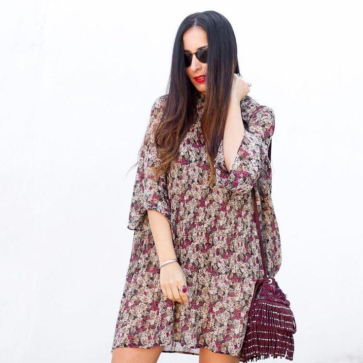 Lo mío con los vestiditos de flores no tiene arreglo... Si os gusta el vestido el calzado os va a sorprender  Tenéis todas las fotos en el blog (link en BIO). Muaaaa  I love floral dresses!! If you like the dress you are going to love the boots. You can find all the details on my blog (link in BIO)  #zara#zaradaily#zaralovers#zaraaddict#dress#dresses#floraldress#dressinspiration#zaradress#bohochic