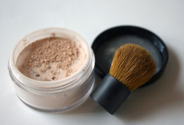 Homemade mineral powder foundation - easy, cheap and better for your skin!
