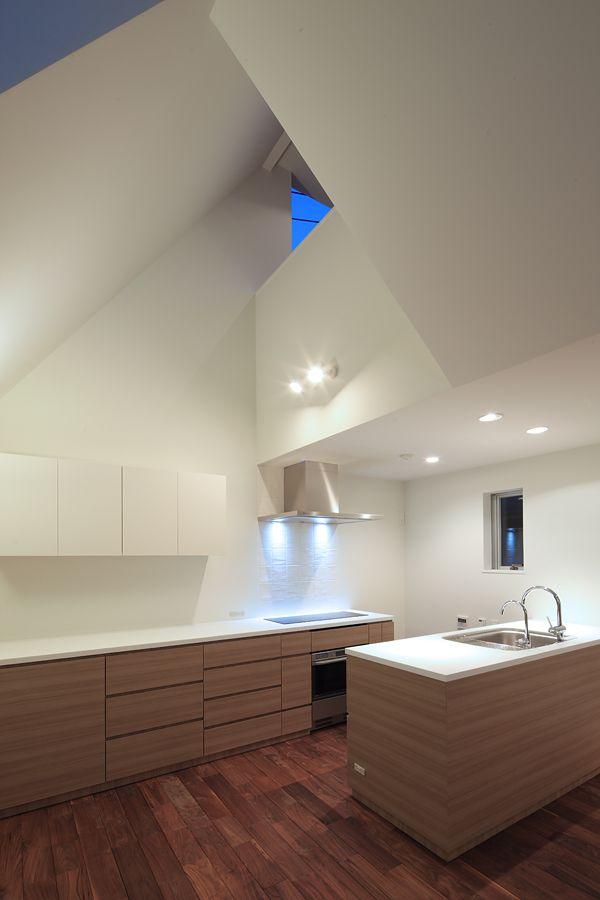平行に配置したキッチン。