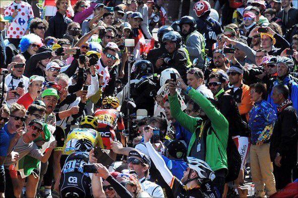 Крис Фрум, Ричи Порт, Бауке Моллема о столкновении с мотоциклом на 12-м этапе Тур де Франс-2016 http://velolive.com/velo_race/tour/12546-chris-froome-richie-porte-bauke-mollema-o-stolknovenii-s-motociklom-na-12-m-etape-tour-de-france-2016.html  Погода, болельщики и мотоцикл телевизионного оператора внесли коррективы в 12-й этап, один из самых ожидаемых этапов Тур де Франс-2016. Подъём на Мон-Ванту был сокращён организаторами на 6 км из-за сильного ветра, бушующего на вершине «Гиганта…